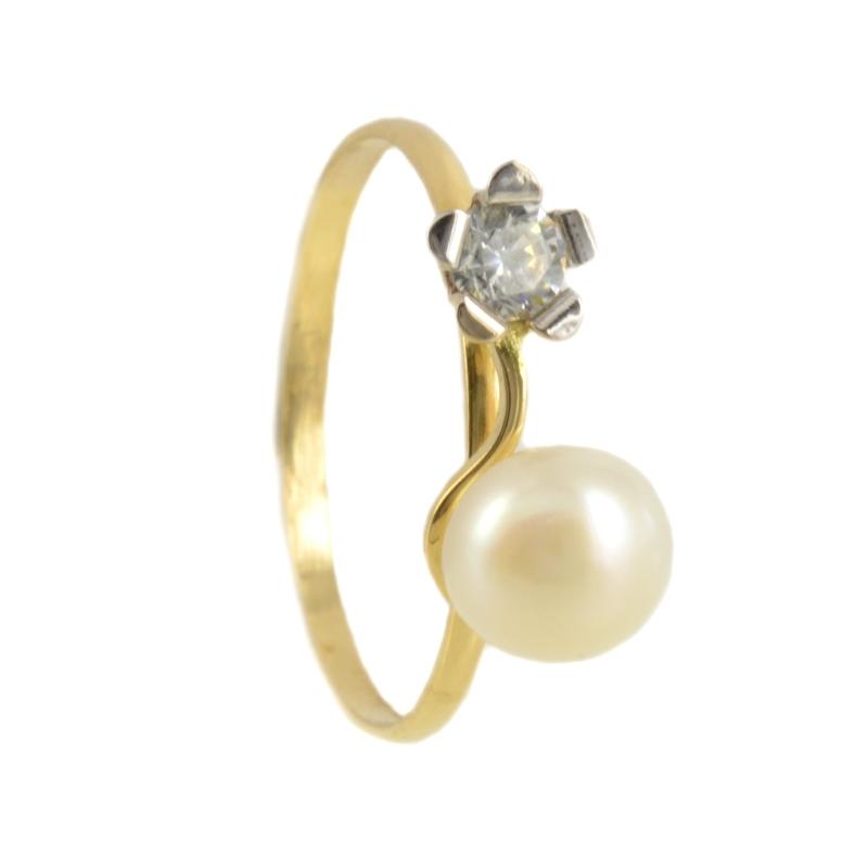 Anillo oro bicolor con flor y perla 13*6